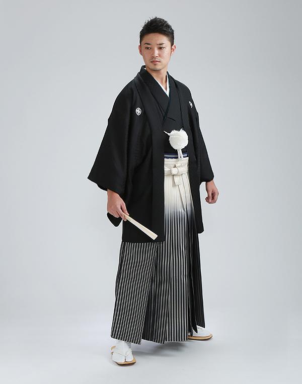 新郎の紋付袴も多種取り揃えております。